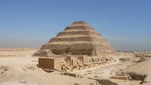 pyramide-du-roi-djoser-a-saqqarah-la