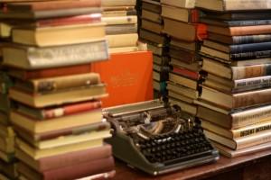 Image Machine à écrire et livre